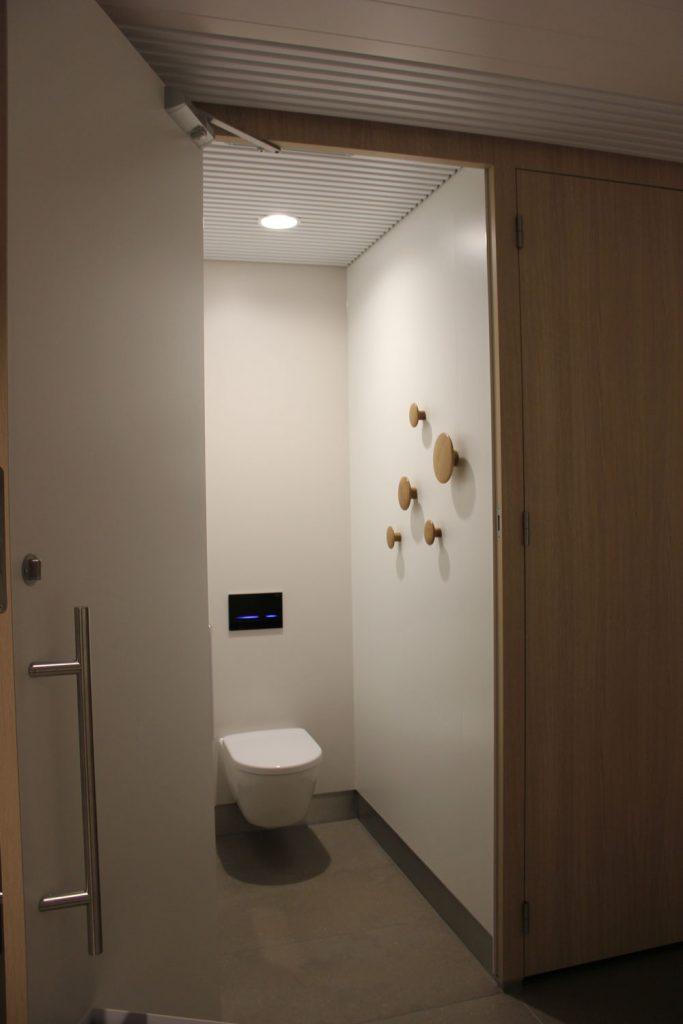 Toiletgroepen-vertrekhallen-schiphol-airport-denekamper-metaal-industrie-1.jp2